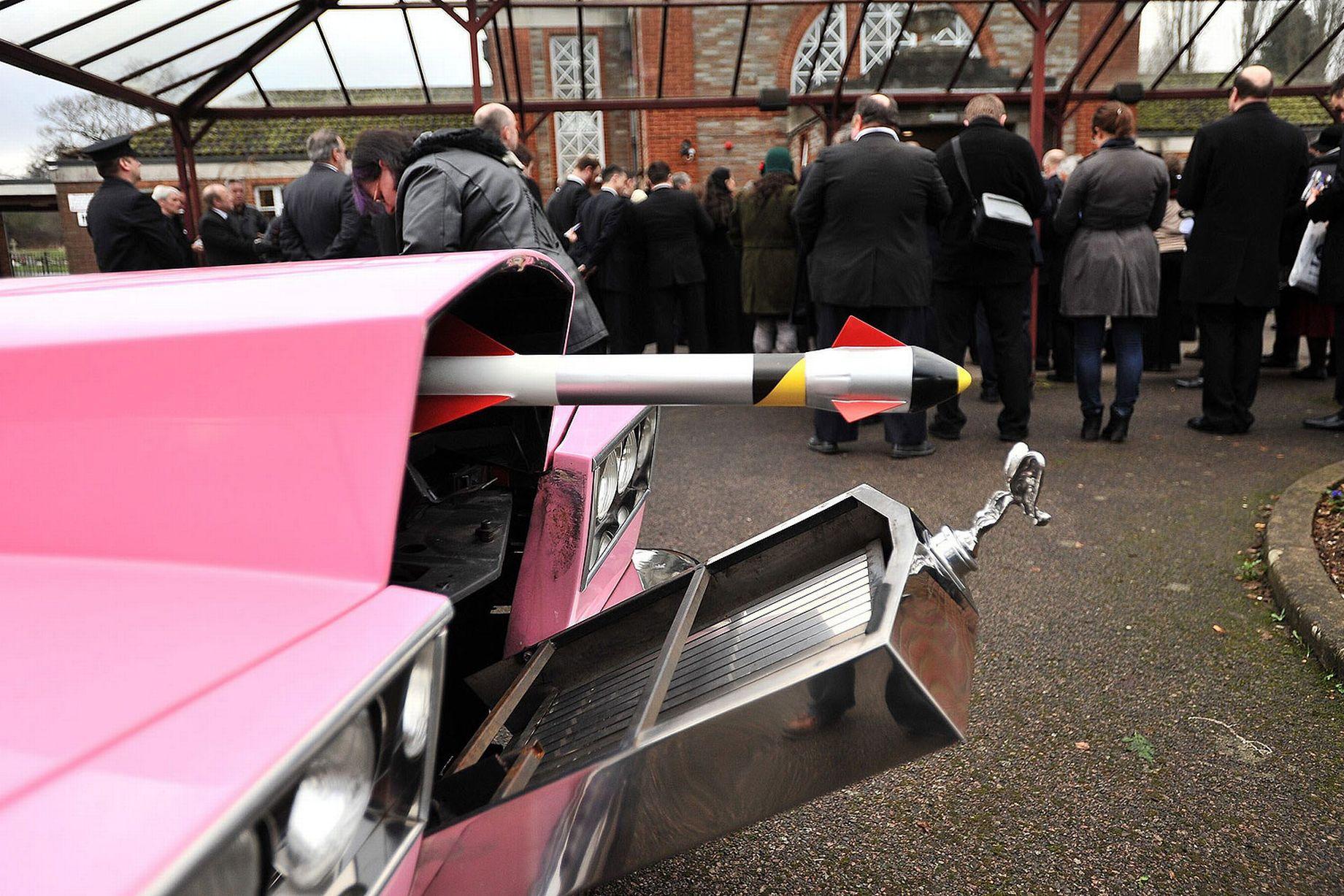 £££ Gerry Anderson's funeral at Reading Crematorium (2)